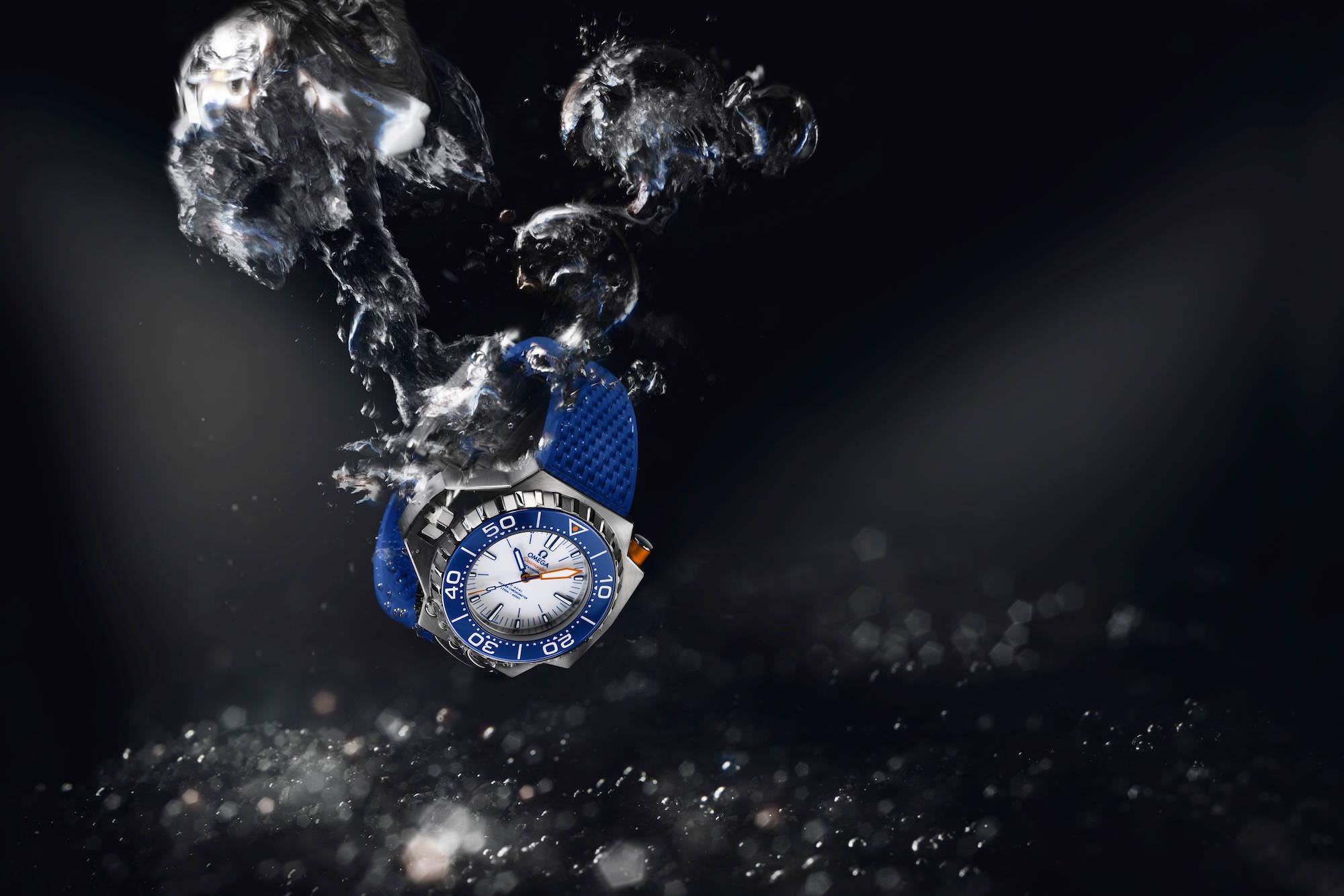 Seamaster Ploprof Titan. Azurblaue und orangene Elemente. Referenz 227.90.55.21.04.001. UVP: 10.400 €