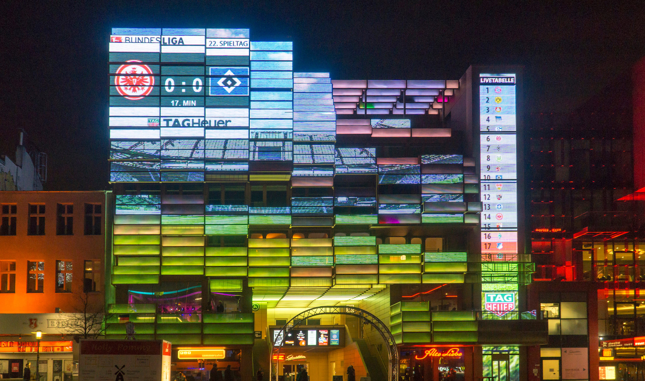 TAG Heuer auf der Medienfassade in Hamburg