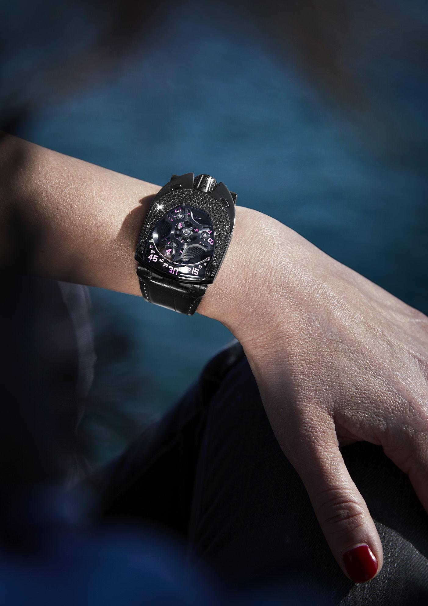 Trotz ihrer Opulenz ziert die schlanke Uhr auch zarte Handgelenke.