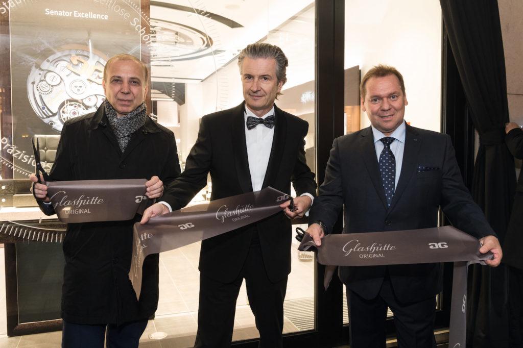 Glashütte Original Eröffnung der Boutique in Wien: CEO Thomas Meier (mitte) mit Helmut Saller (links) und Andreas Zechner (rechts)