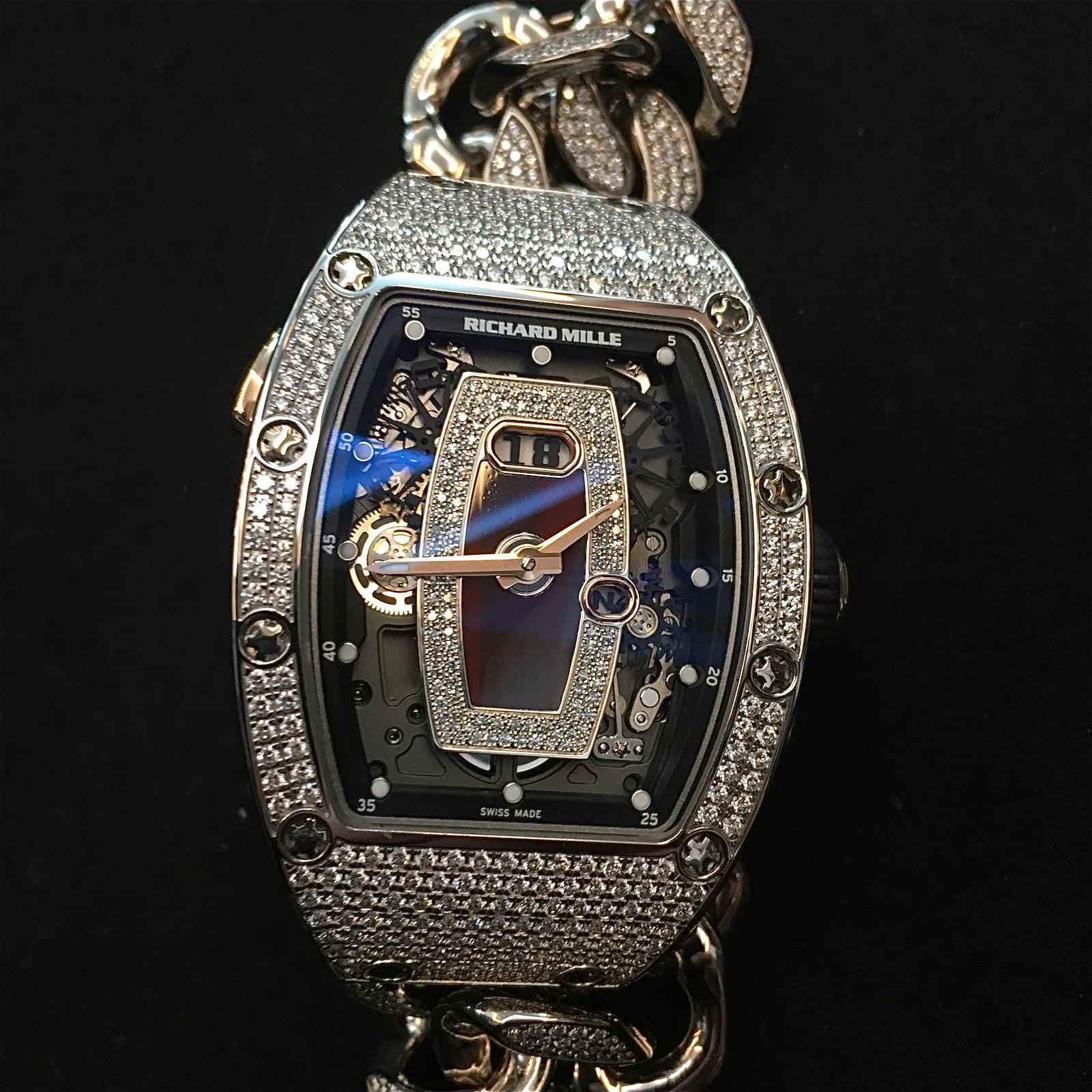 Die Richard Mille RM 037 in Weißgold mit Diamanten und Gourmette Armband. Preis: 392.500 Euro