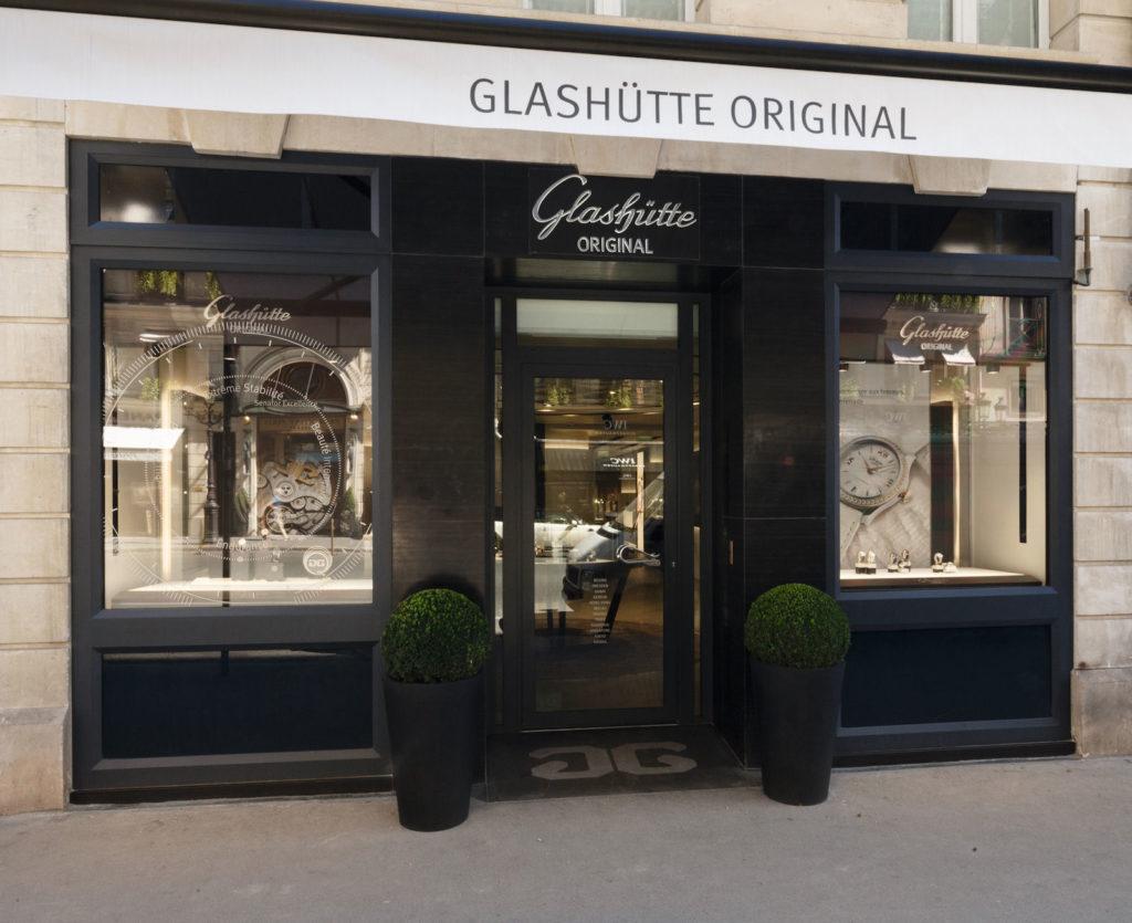 Das Schaufenster der Glashütte Original Boutique in Paris