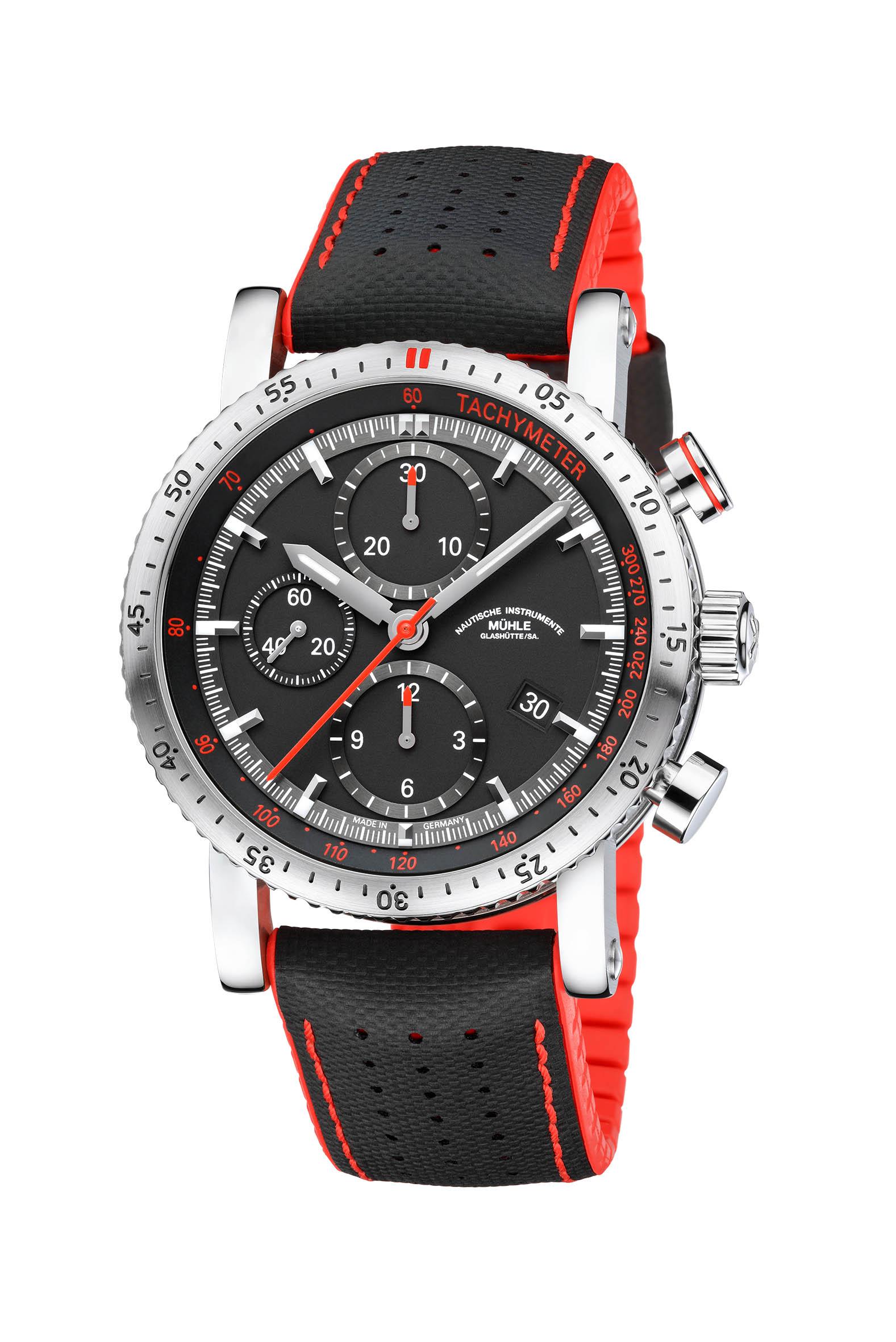 Die neue Teutonia Sport I brennt nicht nur darauf, die Zeit für eine bestimmte Strecke zu messen, sie möchte diese am liebsten auch gleich in Geschwindigkeit übersetzen. Möglich macht das die Tachymeter-Funktion des neuen Sport-Chronographen aus Glashütte.