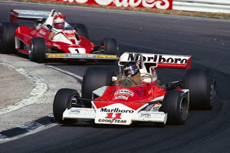 1976_Formula_1_British_Grand_Prix_James_Hunt_Marlboro_McLaren_M23_Cosworth_Niki_Lauda_Ferrari_312_T2
