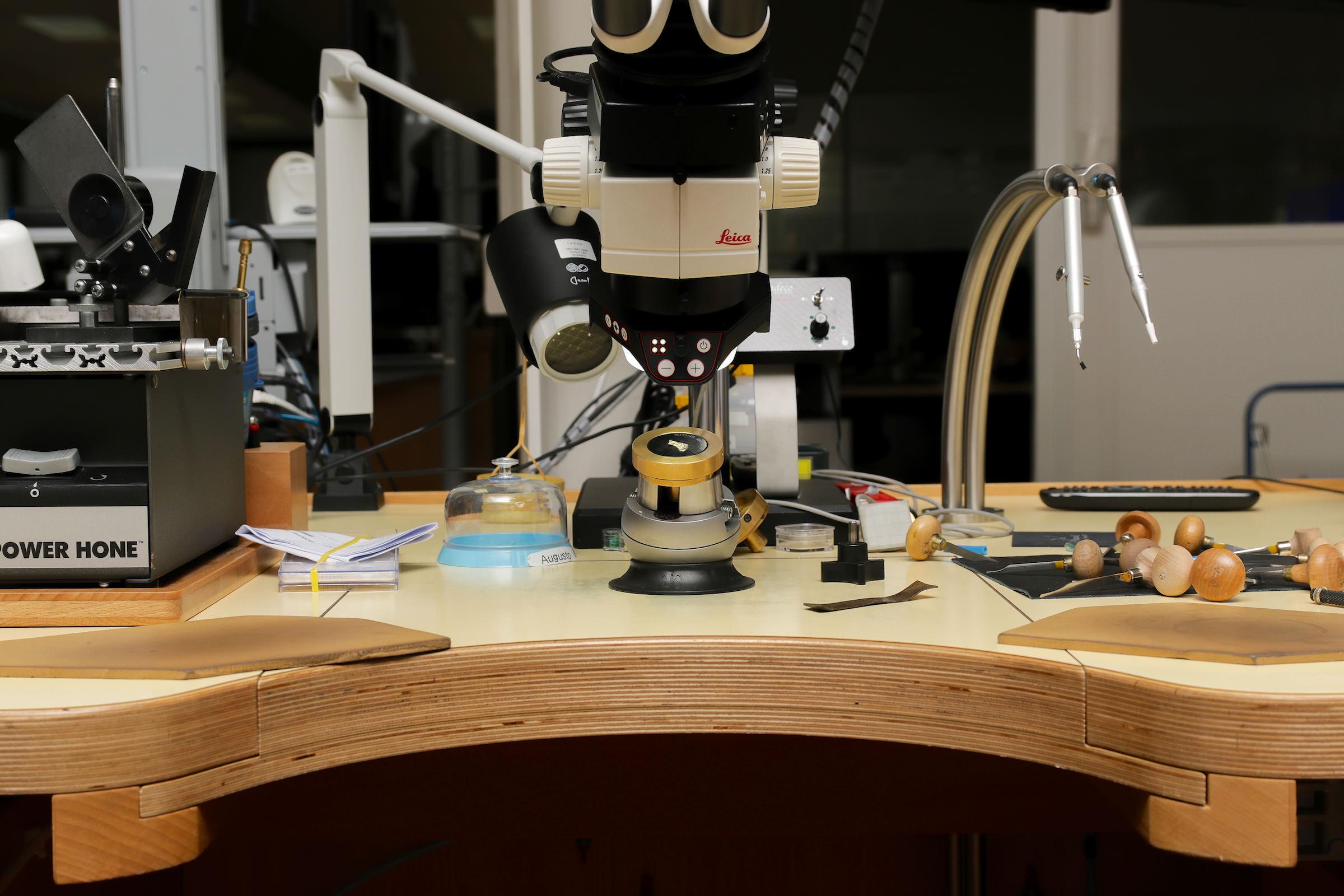 Ein Arbeitsplatz der Breguet Manufaktur in L´Orient