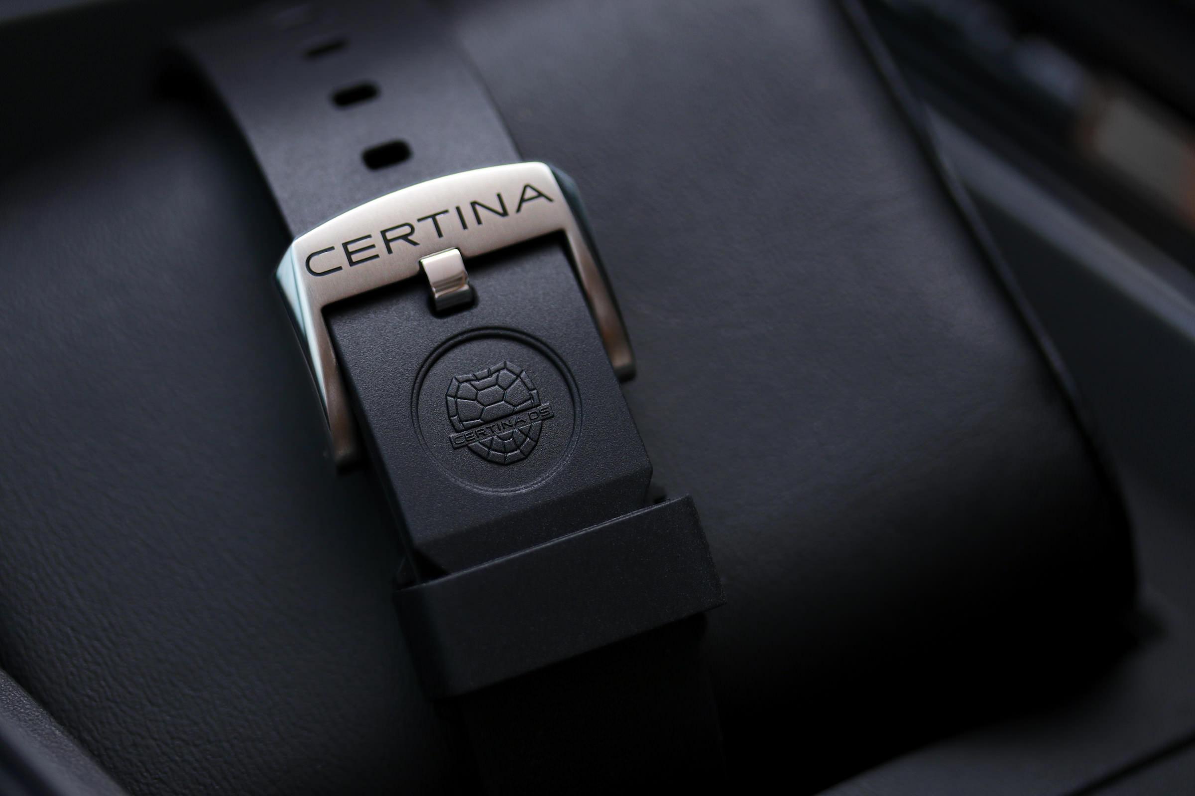 Das Band zeigt die typische Schildkröte als Emblem des DS-Konzeptes
