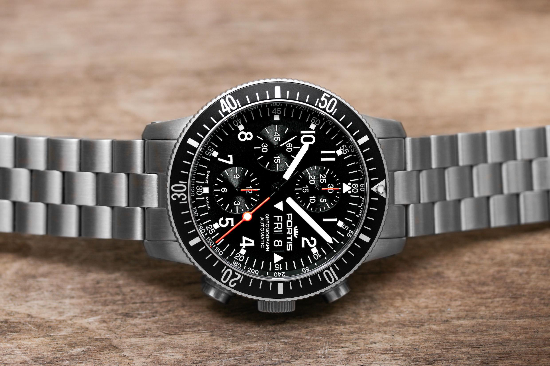 Wie schlägt sich eine Uhr im irdischen Alltag, die für den Einsatz im Weltraum gebaut wird?