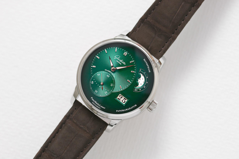 Die PanoMaticLunar in Grün von Glashütte Original